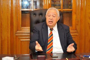 نقيب المحامين يحظر خروج سجل اجتماعات المجلس من النقابة